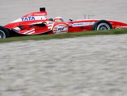 Karthikeyan bezorgt PSV overwinning na hevige crash Van der Drift
