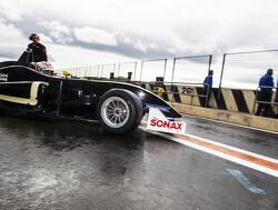 Foto's: Max Verstappen in actie op nat circuit