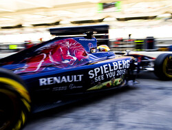 Toro Rosso announces Carlos Sainz Jr for 2015