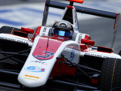 Albon opent aanval op Leclerc met pole