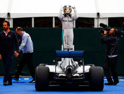 'Hamilton faster than Rosberg, but doesn't work as hard'