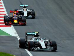 VT1: Red Bull Racing hijgt Nico Rosberg in de nek