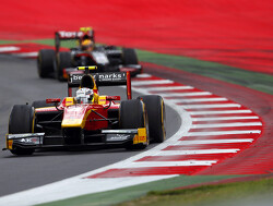 Jordan King wint sprintrace op Silverstone, Daniel de Jong 16e
