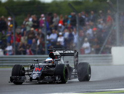Silverstone dag 1: Regen zorgt voor Alonso op P1
