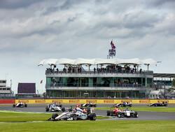 Hughes wint sprintrace voor Aitken en Leclerc, De Vries achtste