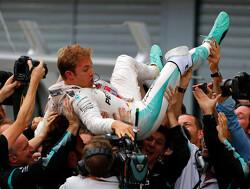 Overtuigende pole position voor Nico Rosberg in Singapore, Max Verstappen vierde