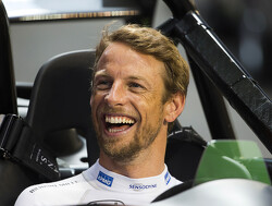 Jenson Button racet tegen Guy Martin in Williams uit 1983