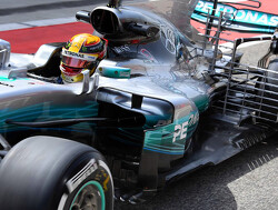 Testupdate: Hamilton fastest as McLaren hits trouble