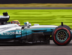 Eerste pole position voor Lewis Hamilton op Suzuka, 5e tijd Max Verstappen