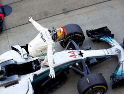 Lewis Hamilton start van pole position, 6e tijd voor Max Verstappen