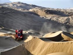 Truck Maurik van den Heuvel total loss na crash in de duinen