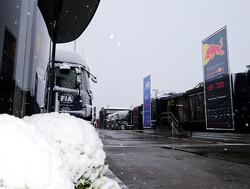 Teams en coureurs grappen op Twitter over sneeuw in Barcelona
