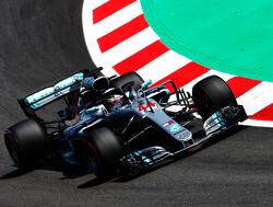 VT3: Lewis Hamilton weer de snelste, problemen bij Verstappen en zware crash Hartley