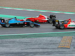 Simo Laaksonen voor MP Motorsport in het FIA Formule 3-kampioenschap