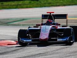 Mazepin verkleint achterstand met pole position in Abu Dhabi
