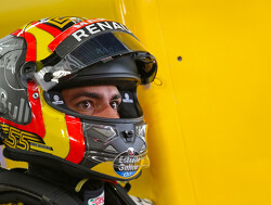 Renault 'on the back foot'- Sainz