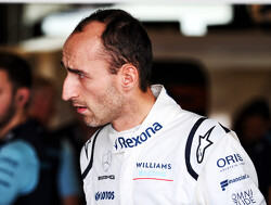 Kubica hails achievements of rookie teammate Russell
