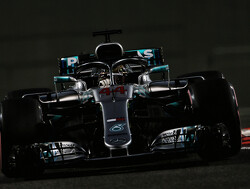 <strong>Qualifying:</strong> Hamilton beats Bottas to pole