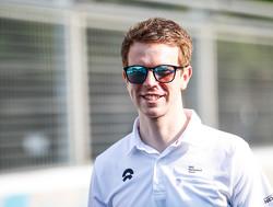 Bizar - Oliver Turvey ramt Formule E-wagens tijdens oefenstart ná FP1 Roma ePrix