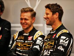 Haas-coureurs Magnussen en Grosjean kijken uit naar tests met zwartgouden bolide