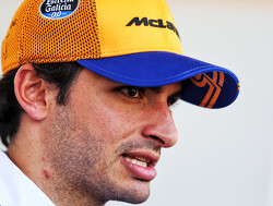Politie houdt Carlos Sainz staande voor blaastest na Grand Prix in Australië