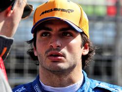 """Sainz: """"McLaren vergelijkt zich met Mercedes en Ferrari, niet met de middenmoot"""""""