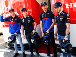 Red Bull- en Toro Rosso-coureurs op houthakexcursie in Canada