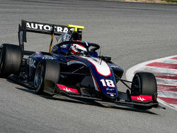 Piquet narrowly heads Barcelona practice
