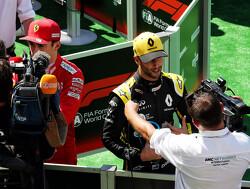 """Daniel Ricciardo snauwt in het vierkantje: """"Max werd hier vorig jaar ook derde, dus dat is niks nieuws"""""""