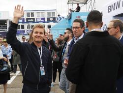 Nico Rosberg onderuit op elektrische motor in Monaco