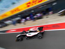 De Vries verzekert zich in regen van pole position voor hoofdrace in Hongarije