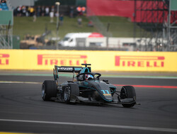 Hughes pakt voorlopige pole position in Macau, Verschoor veertiende