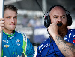 Karam en Daly voor Carlin in Iowa - Carpenter geeft Karam 'The Finger' in 2015