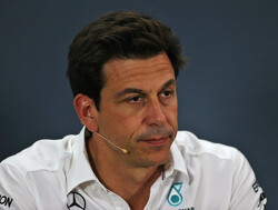 Wolff: Mercedes must think carefully before confirming its 2020 line-up