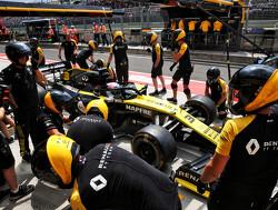 Ricciardo teruggezet naar laatste startplaats door volledige motorwissel