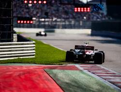 Giovinazzi in sandwich genomen door Grosjean en Ricciardo