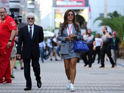 """Bernie Ecclestone geniet na zijn """"ontslag"""" van het opgroeien van zijn zoon"""
