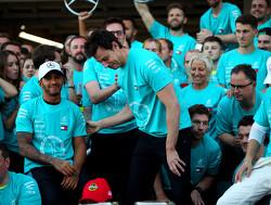Lewis Hamilton en Toto Wolff in gesprek met Brundle