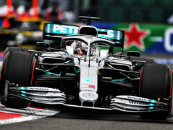 Hamilton: Aggressive tyre wear projecting 'three or four stop' strategy