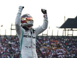 """Lewis Hamilton: """"Je kan Max Verstappen het beste maar veel ruimte geven"""""""