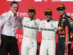 """Jos Verstappen: """"Lewis Hamilton voelt zich een beetje bedreigd door Max"""""""