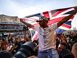 Lewis Hamilton voert lijst met de rijkste Britse sporters aan