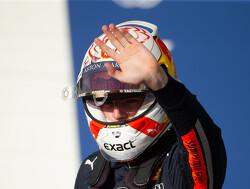 Max Verstappen wint Esports-race met kleinst mogelijke verschil