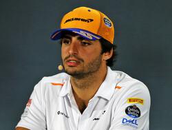 Carlos Sainz bang om corona op te lopen