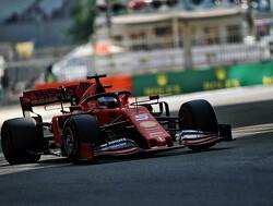 Vettel laat VT1 vroegtijdig eindigen door spin en botsing met vangrail