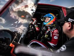 Alonso over de kop in geneutraliseerde tiende etappe, vierde dagzege Sainz