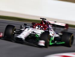 Kimi Raikkonen leert Sergio Perez racen
