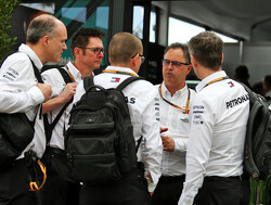 Mercedes en Renault plaatsen medewerkers in quarantaine