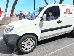 Charles Leclerc aan de slag voor het Rode Kruis in Monaco