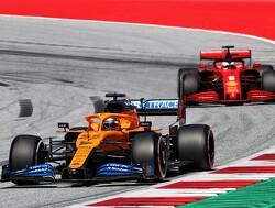 "Carlos Sainz: ""Niet makkelijk om bij Ferrari naast Leclerc te rijden"""